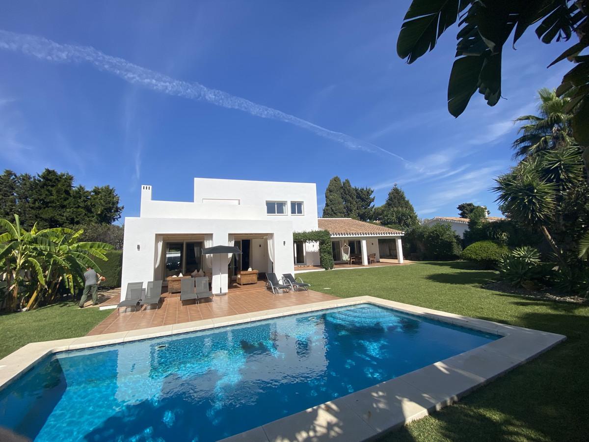 Detached Villa in Atalaya R3033815