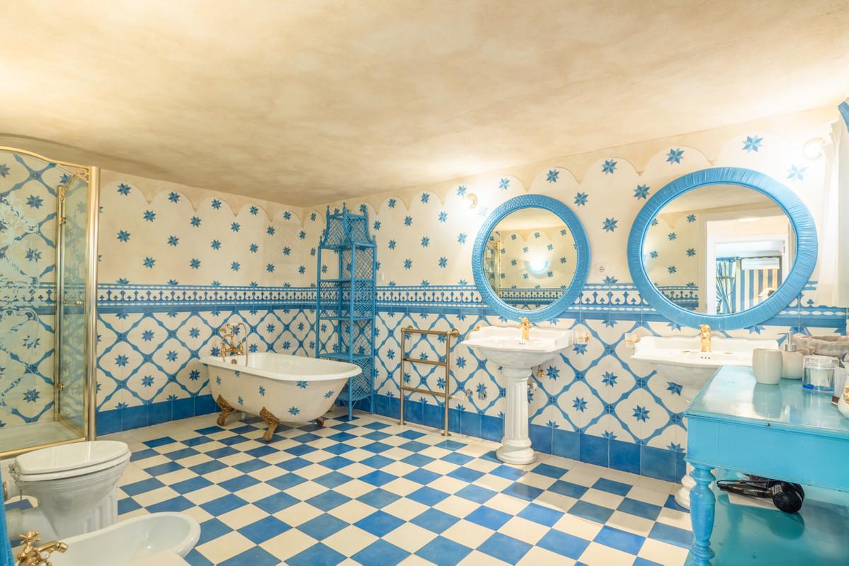 10 Bedroom Villa For Sale - Sierra Blanca