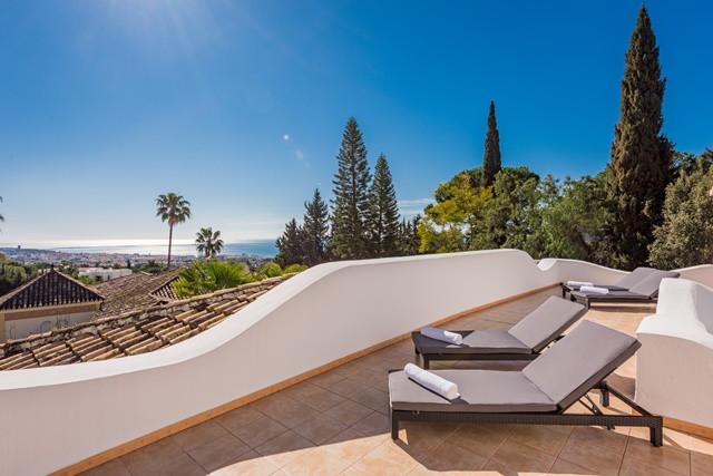 Elegant villa situated in the prestigious Cascada de Camojan urbanization one of the most prestigiou,Spain