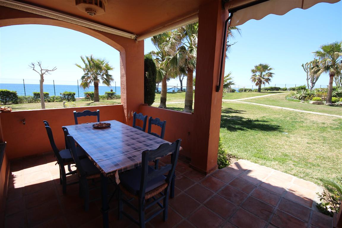 ESTEPONA: Fantastic location! This south west ground floor apartment is located in a well-appointed ,Spain