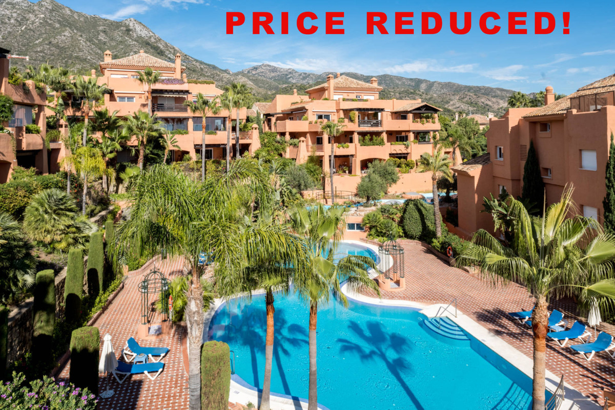Fabulous penthouse apartment located in the prestigious Sierra Blanca, just a couple minutes driving,Spain