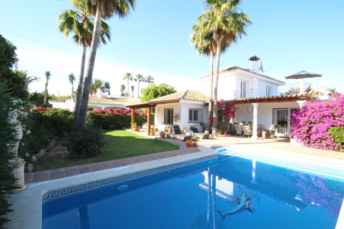 Detached Villa in Estepona R3432949