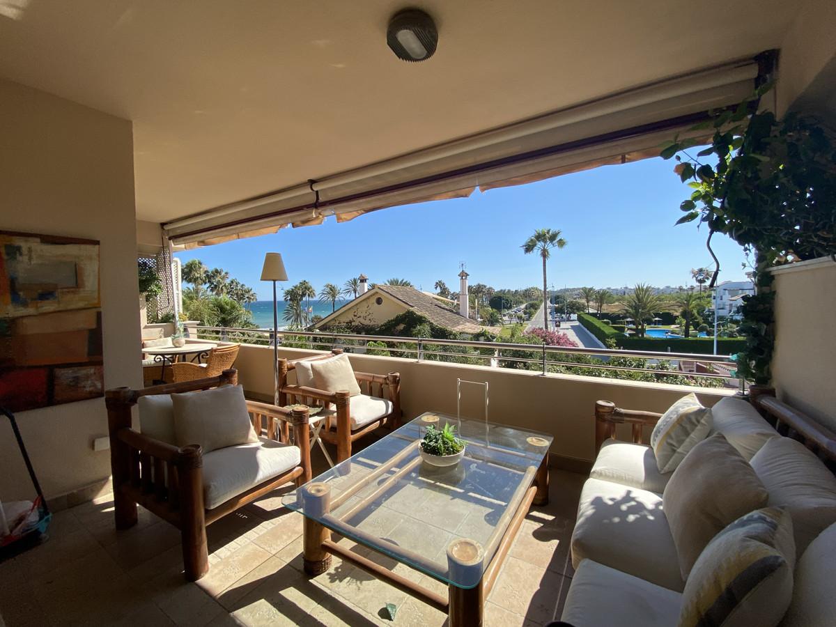 Fantastic 2 Bedroom - 2 Bathroom luxury apartment in a first line beach complex in San pedro Playa. ,Spain
