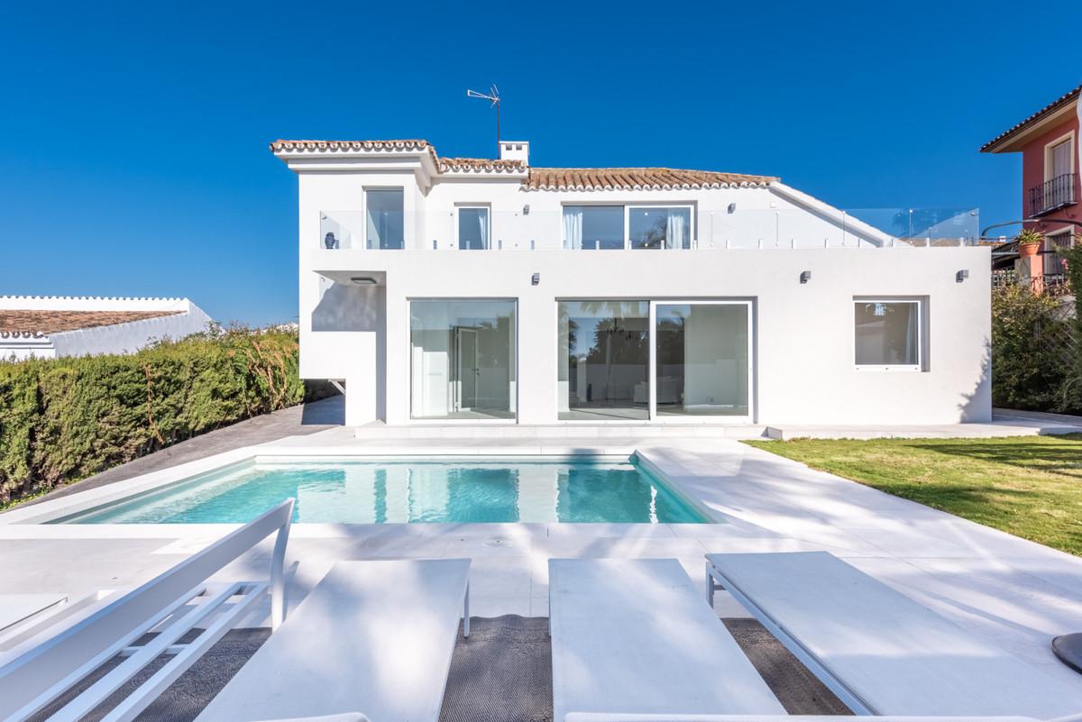 Detached Villa, Estepona, Costa del Sol. 3 Bedrooms, 3 Bathrooms, Built 240 m², Garden/Plot 600 m². ,Spain