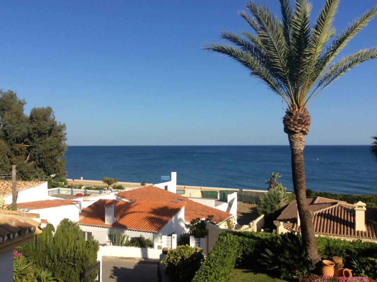 Fritliggende Villa i Estepona R3224443