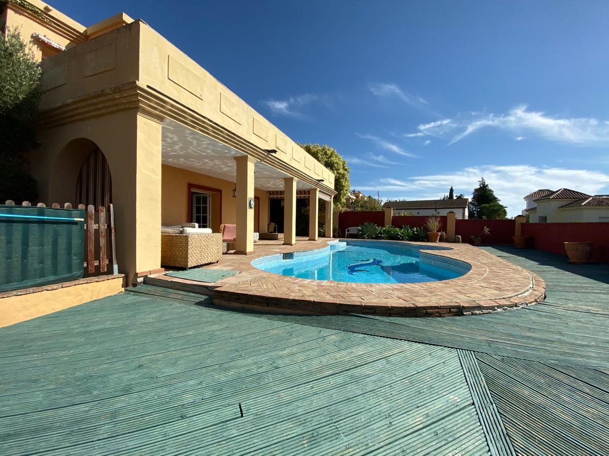 Detached Villa, Valle Romano, Costa del Sol. 4 Bedrooms, 3 Bathrooms, Built 270 m², Terrace 35 m², G,Spain