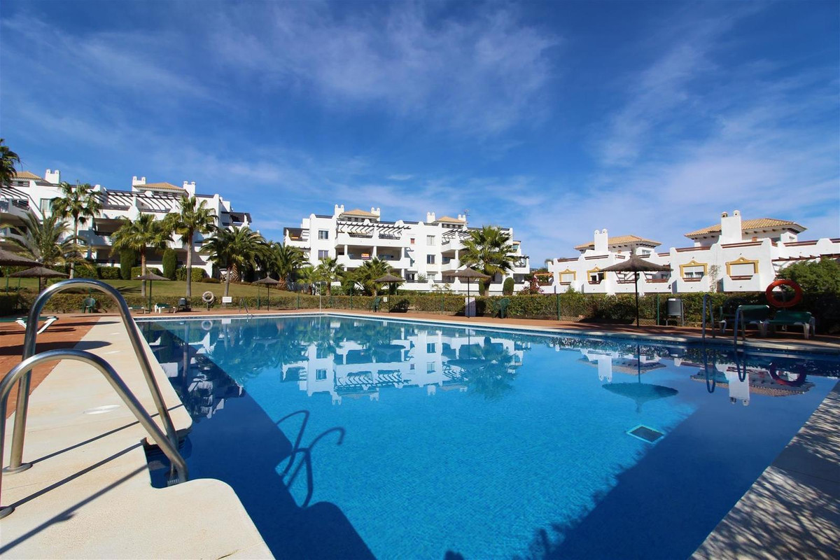Middle Floor Apartment, Selwo, Costa del Sol. 3 Bedrooms, 2 Bathrooms, Built 165 m², Terrace 43 m². ,Spain