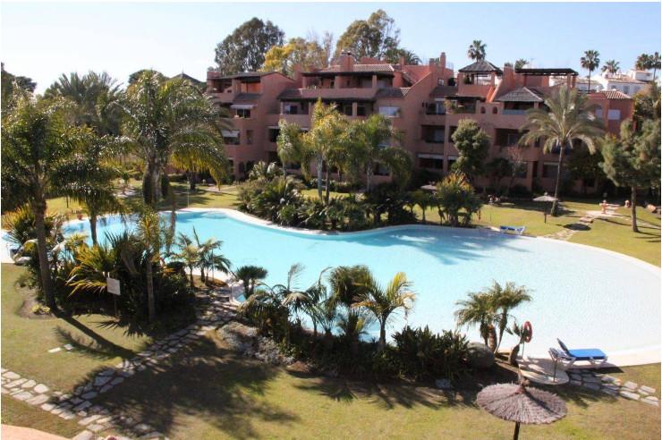 Penthouse, Estepona, Costa del Sol. 2 Bedrooms, 2 Bathrooms, Built 130 m², Terrace 150 m².  Orientat,Spain