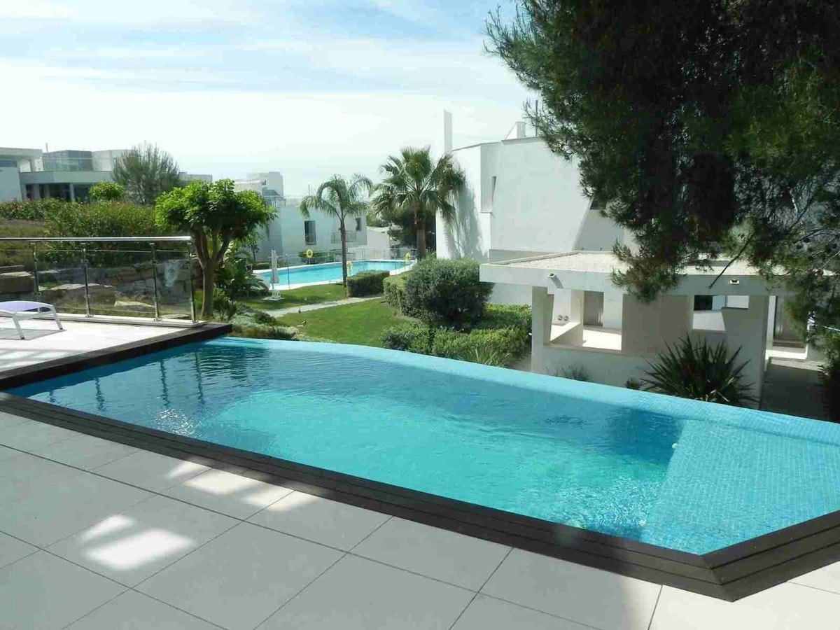 Beautiful townhouse located in the most luxurious area of Marbella - Sierra Blanca. The community co,Spain