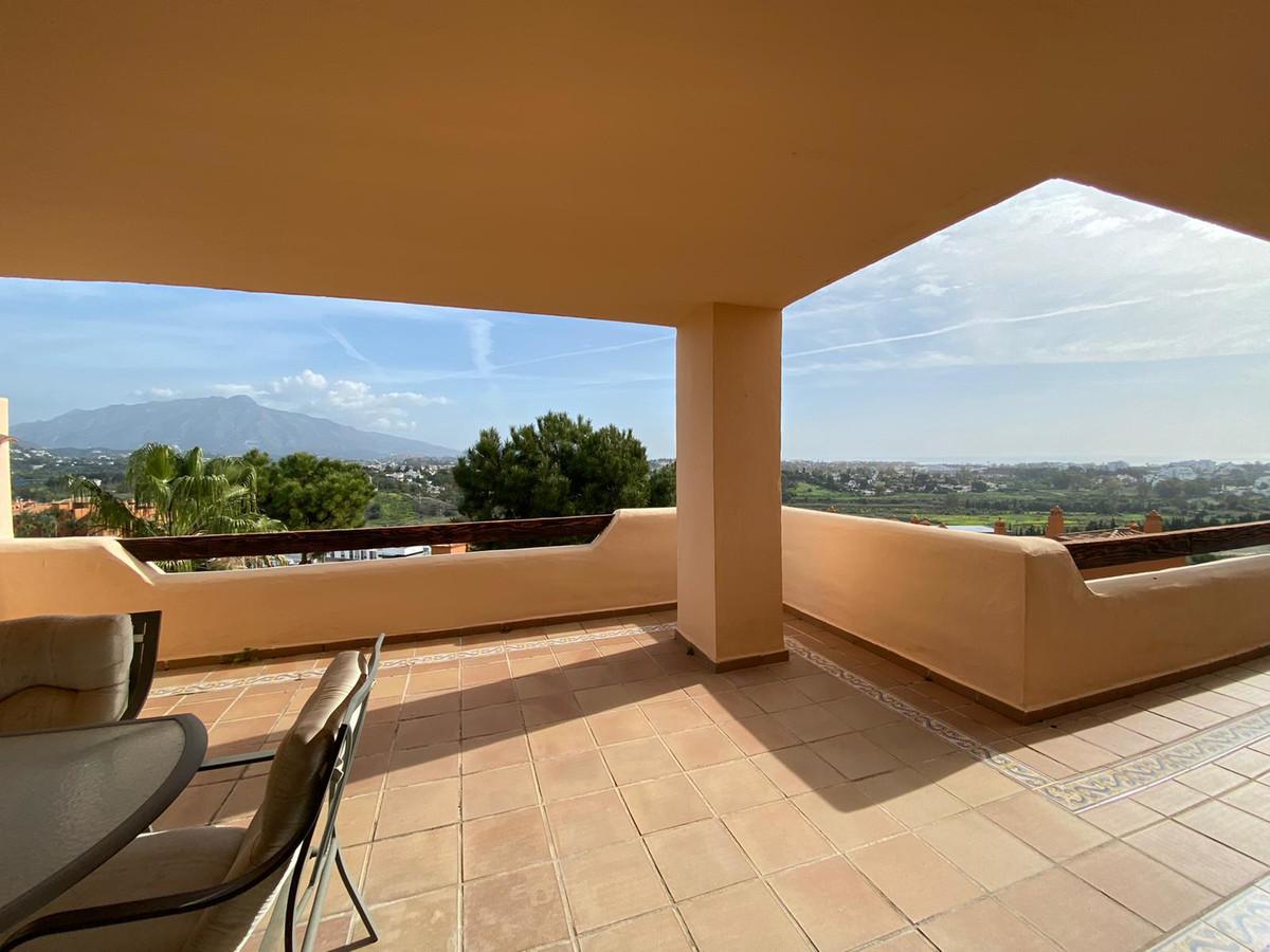 Middle Floor Apartment for sale in Benahavís R3327568