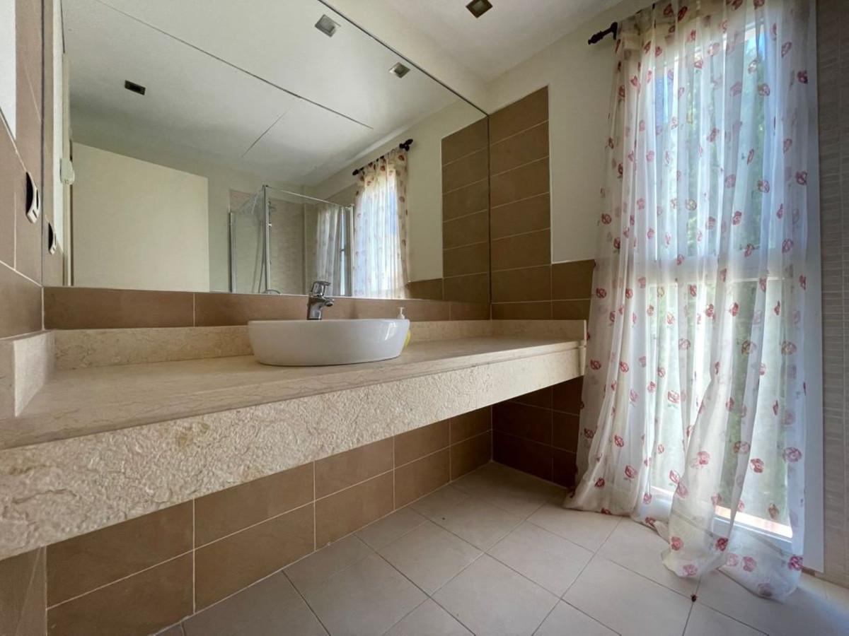 Villa con 3 Dormitorios en Venta Selwo