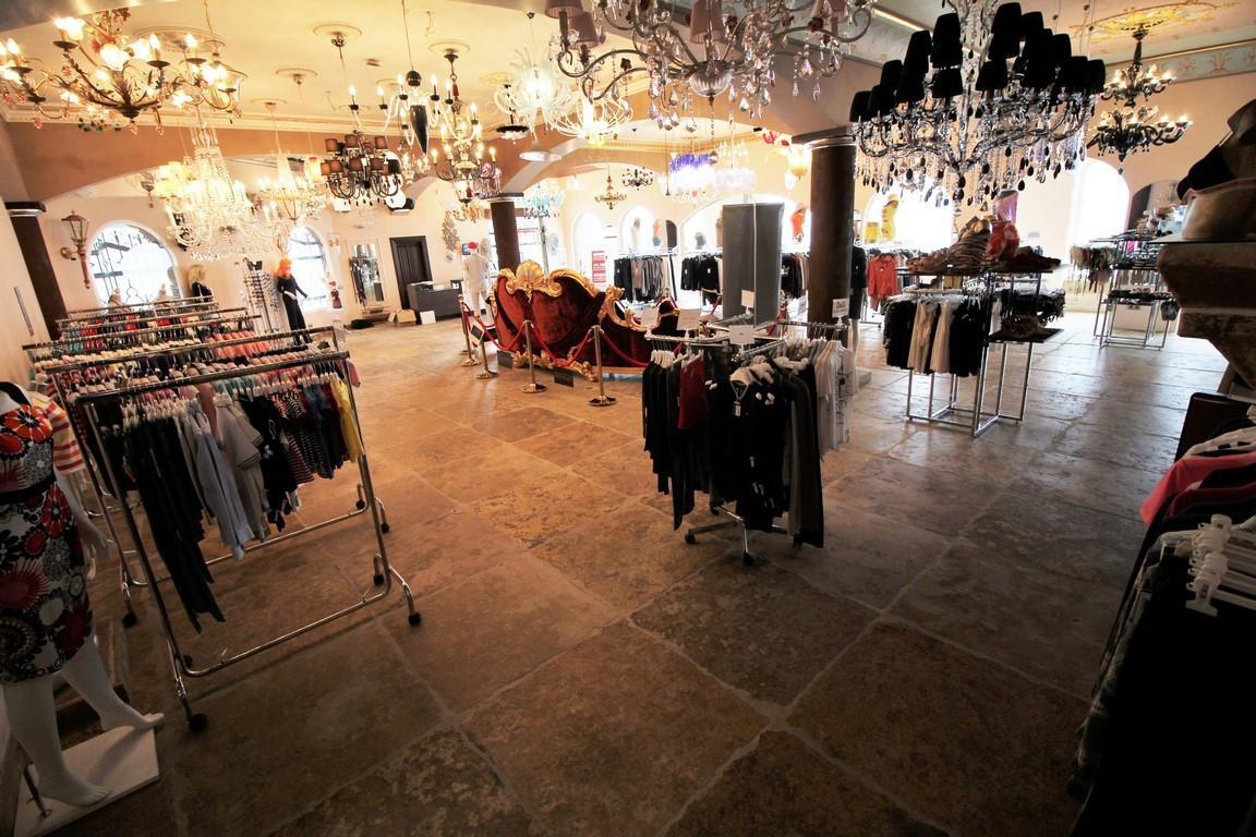 Shop, Cancelada, Costa del Sol. Built 400 m².  Setting : Commercial Area, Close To Shops. Orientatio,Spain
