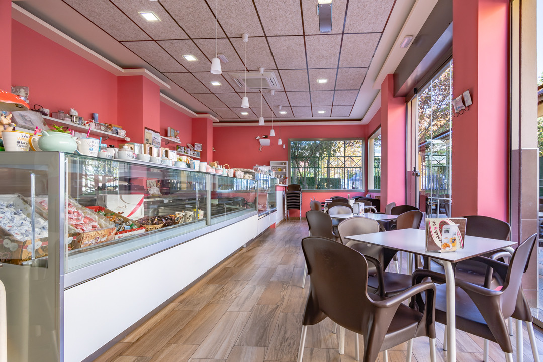 Great investment opportunity! Wonderful Cafeteria to transfer - ice cream fully equipped craft, with,Spain