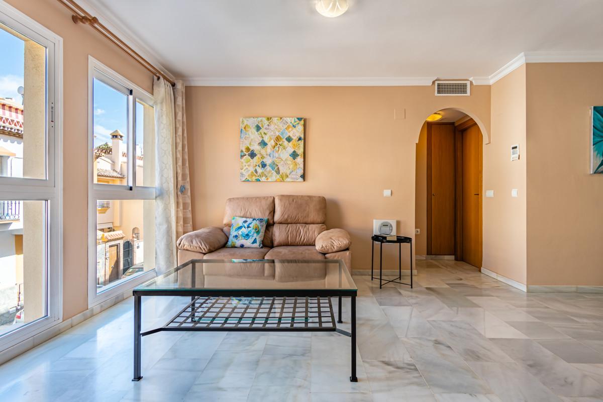 Luminous flat located in a 2 floors building, in the area of Las Lagunas. The 54 m² apartment has 1 ,Spain