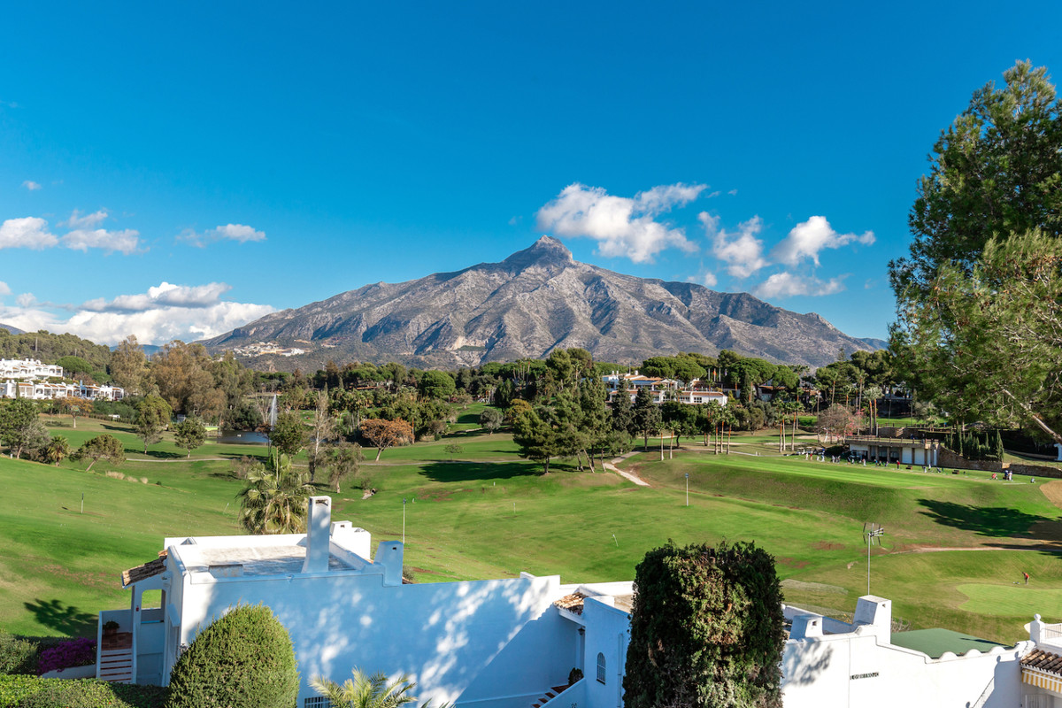 Rijhuis te koop in Nueva Andalucía R3551224