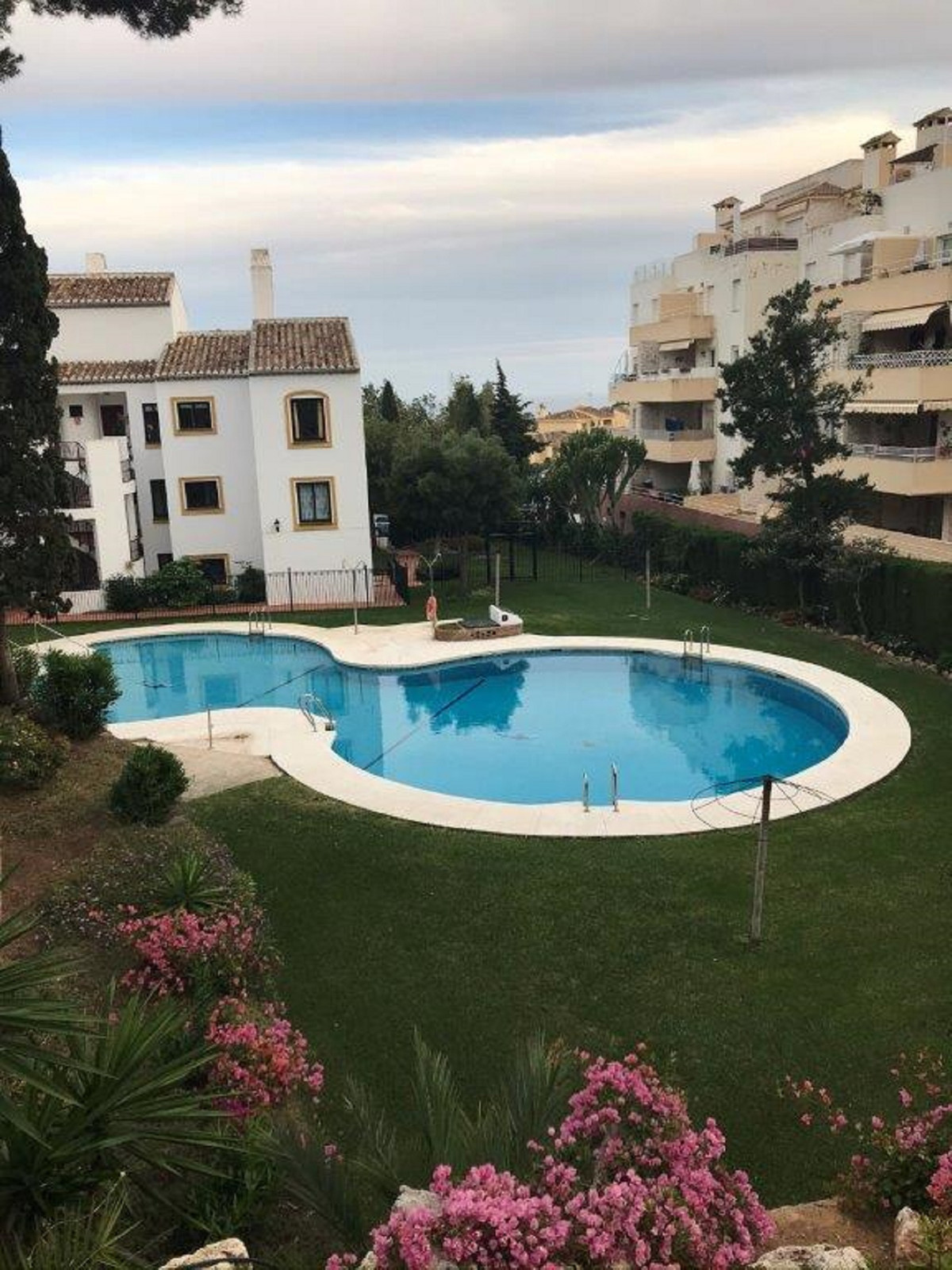 We are pleased to offer this 2 bedroom 2 bathroom duplex apartment in Lower Riviera Del Sol.As you e,Spain