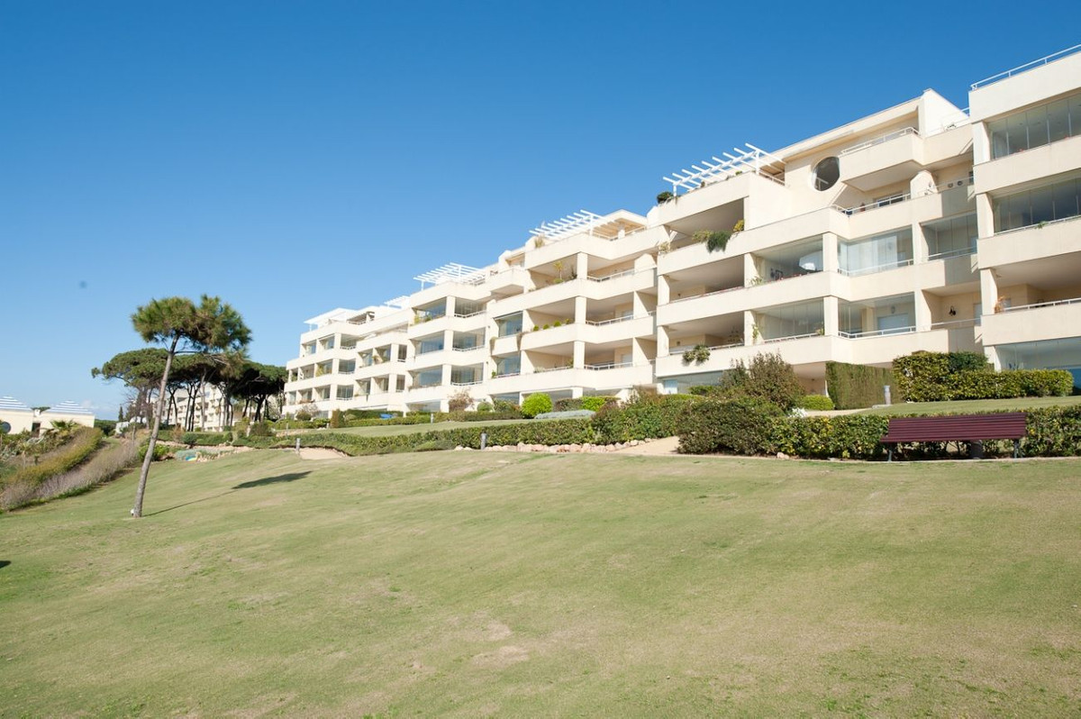 Fantastic 2 bedroom 2 bathroom apartment, beachfront location in Cabopino, one of the best complexes,Spain