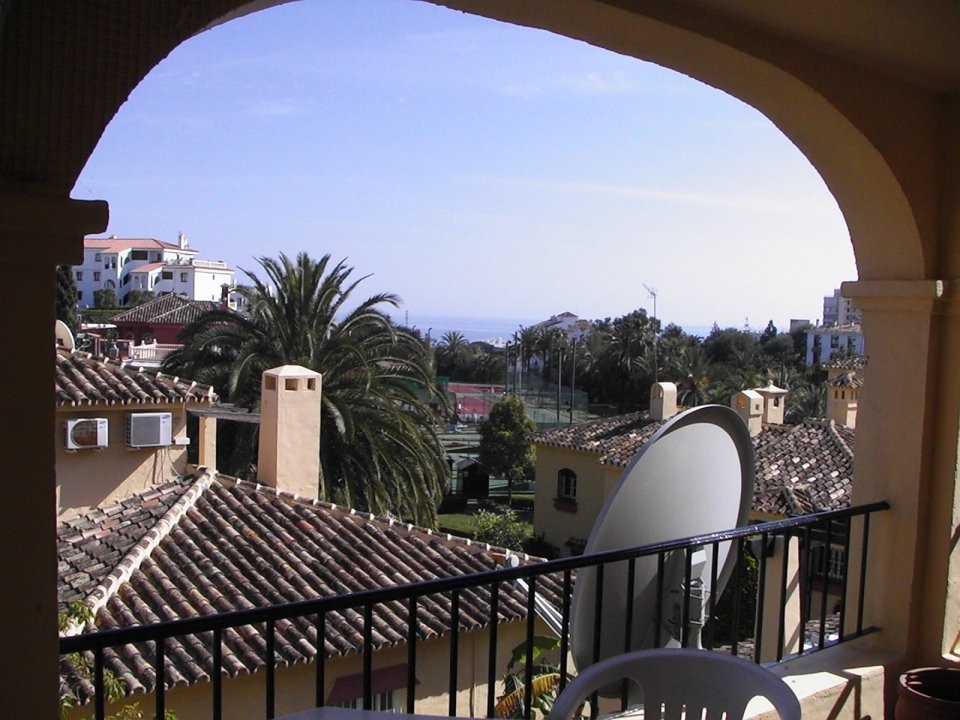 We are pleased to offer this lovely 1 bedroom, 1 bathroom, first floor apartment in Aquarius Tennis ,Spain