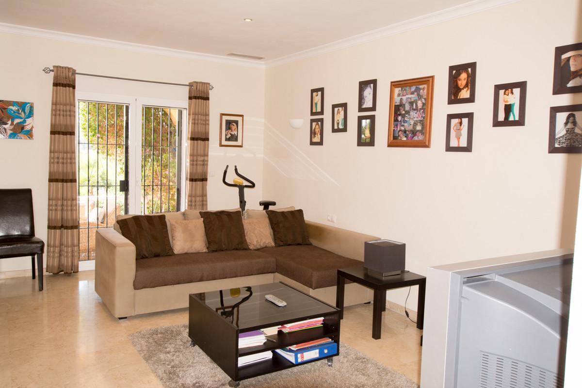 House in El Paraiso R2738222 12