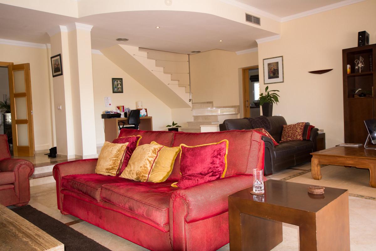 House in El Paraiso R2738222 14