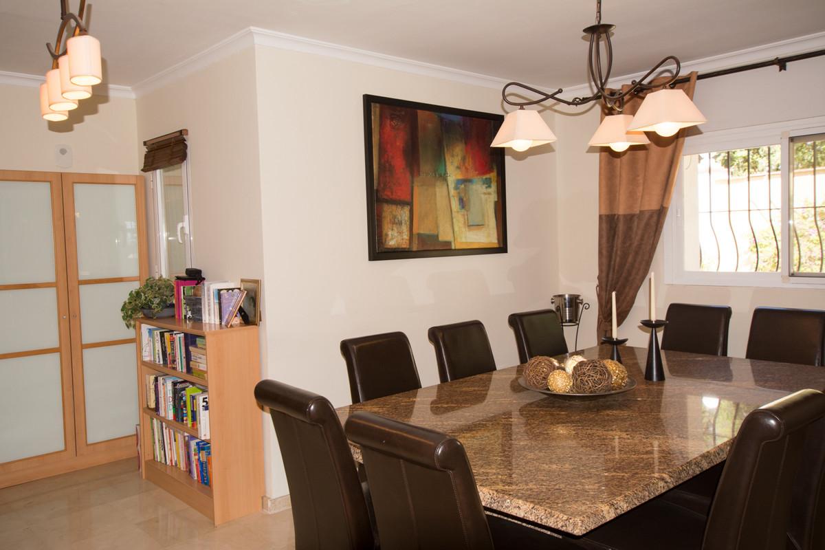 House in El Paraiso R2738222 15