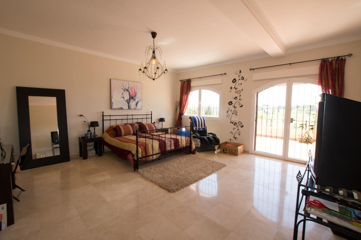 House in El Paraiso R2738222 21