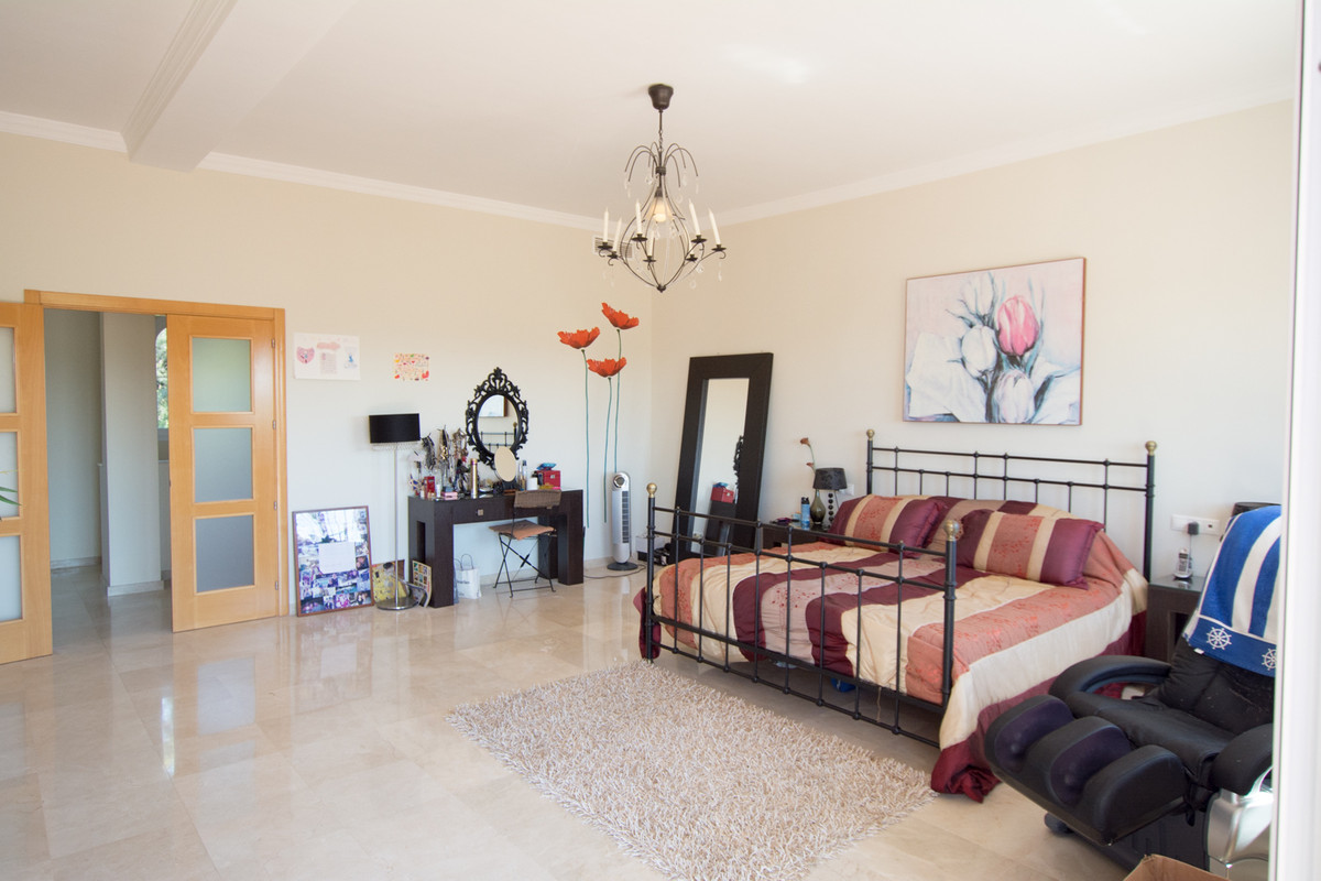 House in El Paraiso R2738222 27