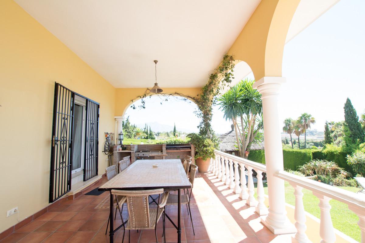 House in El Paraiso R2738222 3