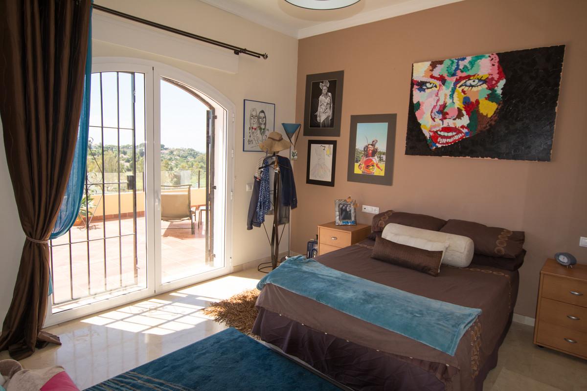 House in El Paraiso R2738222 31
