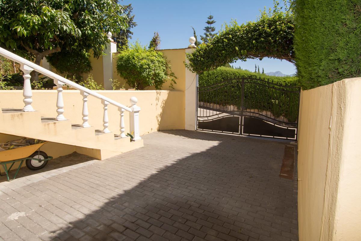 House in El Paraiso R2738222 37