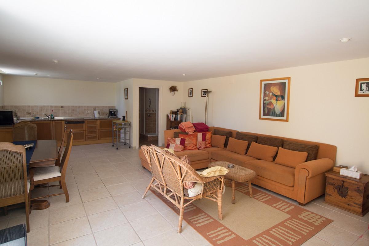 House in El Paraiso R2738222 38