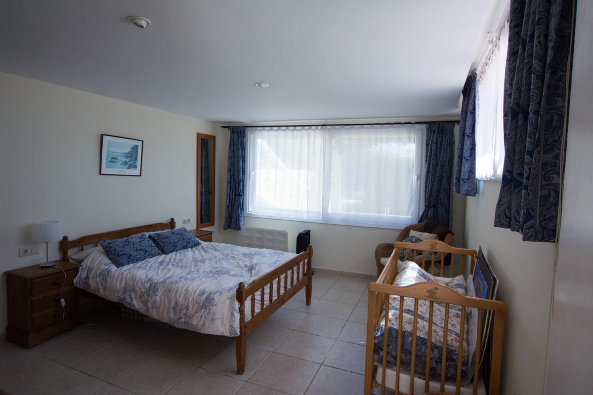 House in El Paraiso R2738222 39