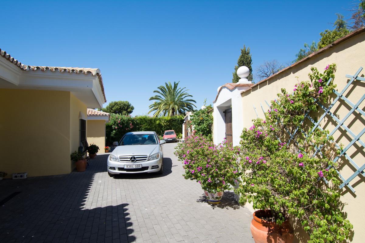 House in El Paraiso R2738222 42