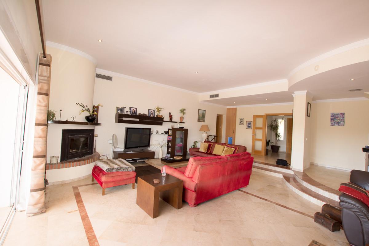House in El Paraiso R2738222 6