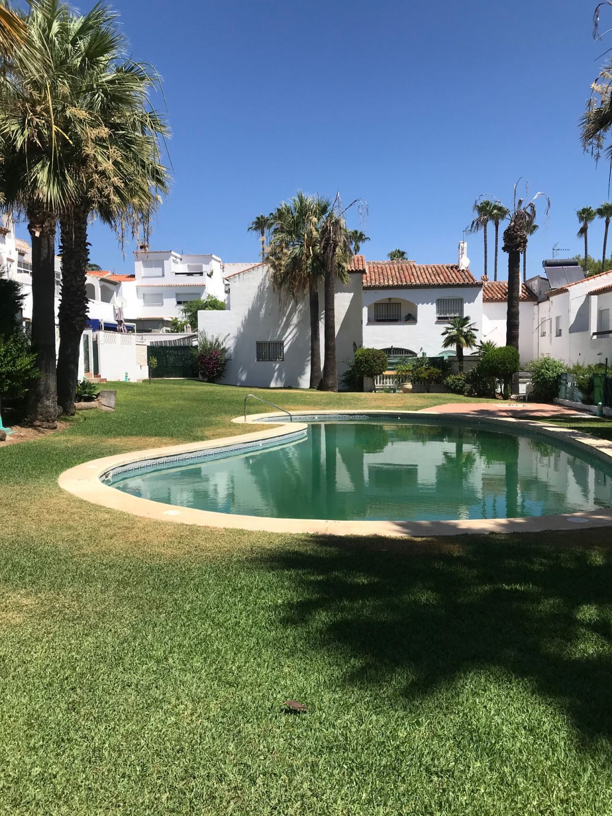 Townhouse to reform. The first level offers a spacious living room with direct access to the terrace,Spain