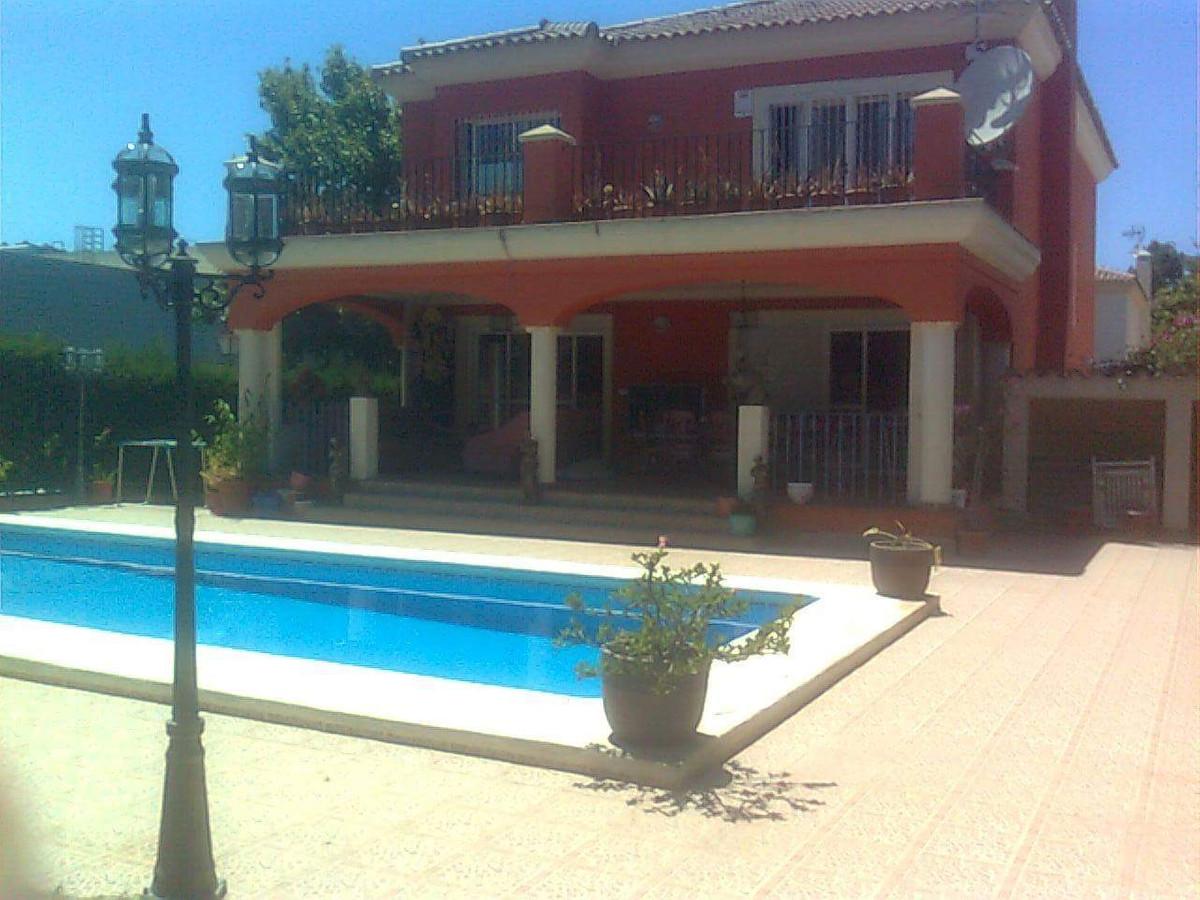 Villa en Venta en Elviria