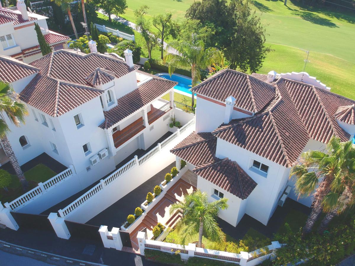 FRONTLINE GOLF VILLA GUADALMINA ALTA Luxury villa for sale in Guadalmina Alta with 4 bathrooms, 4 be,Spain