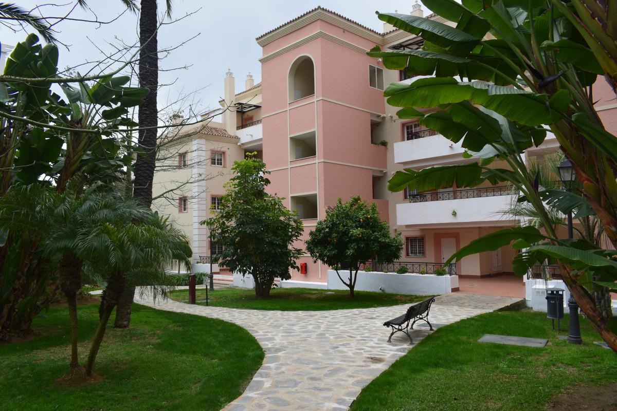 Apartment located in the quiet gated community in Nueva Andalucia near Puerto Banus and Marbella. Th,Spain