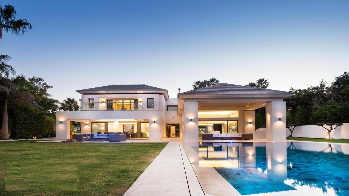 Detached Villa for sale in Guadalmina Baja R3896287