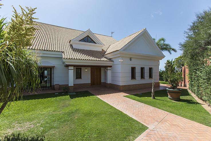 Detached Villa in Santa Clara R2759171