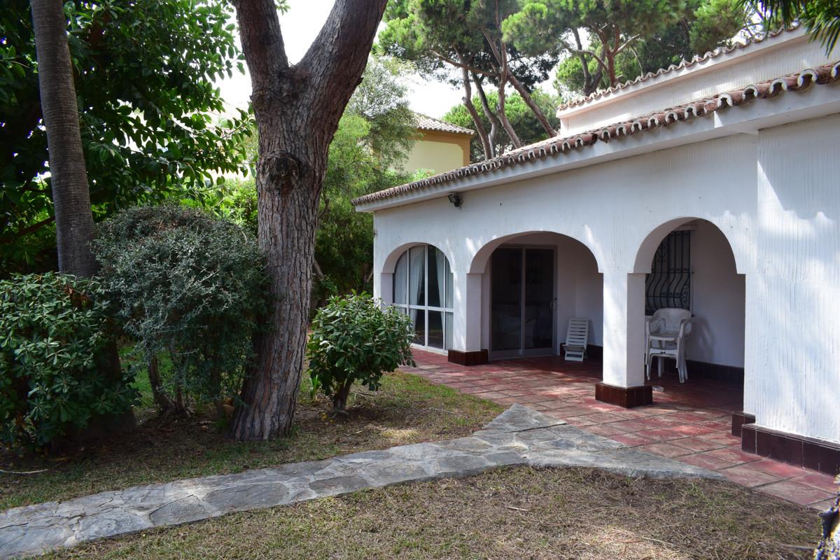 Detached Villa for sale in Elviria R3500092