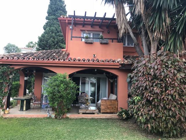 Detached Villa for sale in Nueva Andalucía R3299161