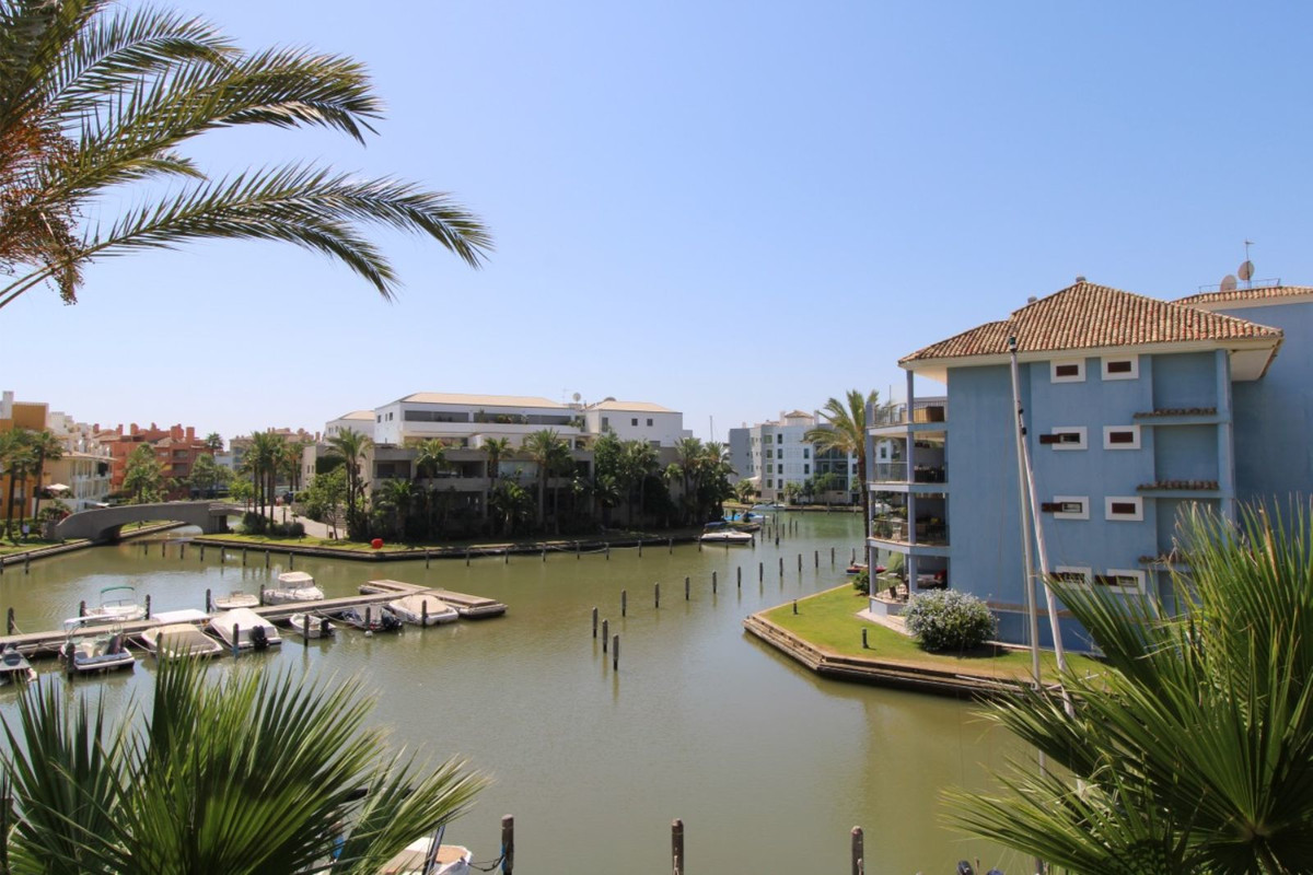 Middle Floor Apartment for sale in Sotogrande Marina R3561115