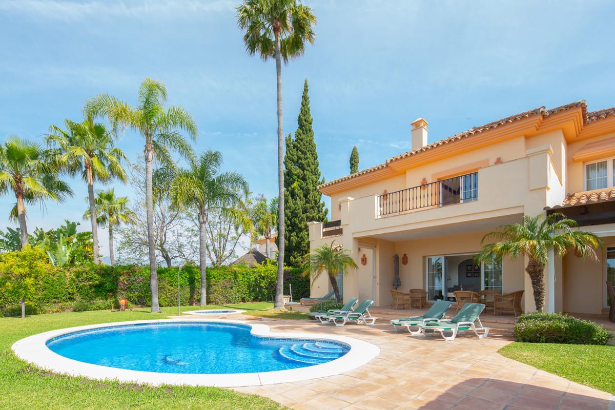 Detached Villa for sale in Elviria R3861964