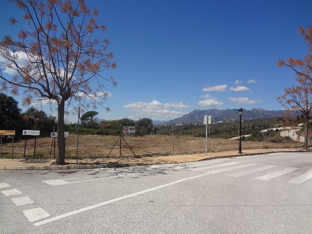 Magnificent flat plot with easy access offering partial sea view from 2nd storey and panoramic views,Spain