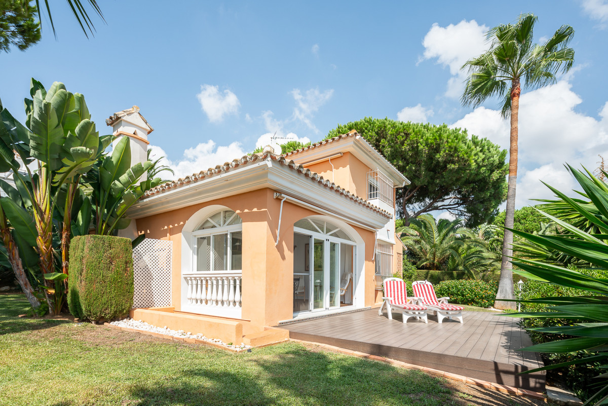 Detached Villa for sale in Elviria R3100711
