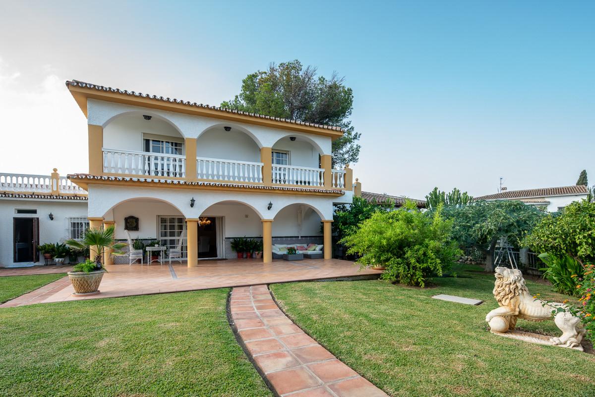 7 Bedroom Villa for sale Elviria