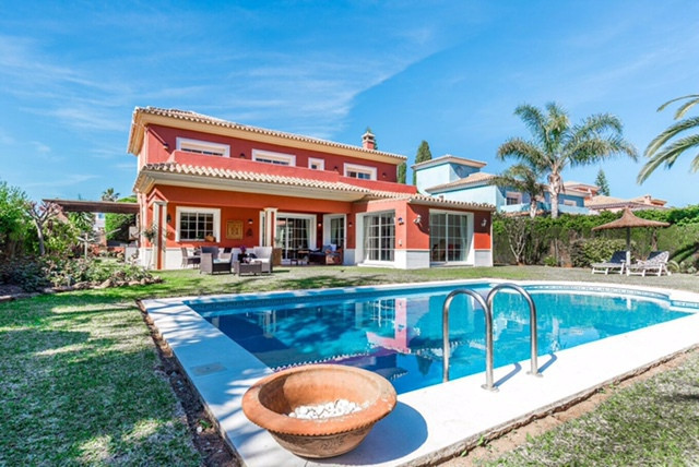 Wonderful southfacing Villa in Guadalmina Baja with seaviews, only 300 meter to the sea . Quiet urba,Spain