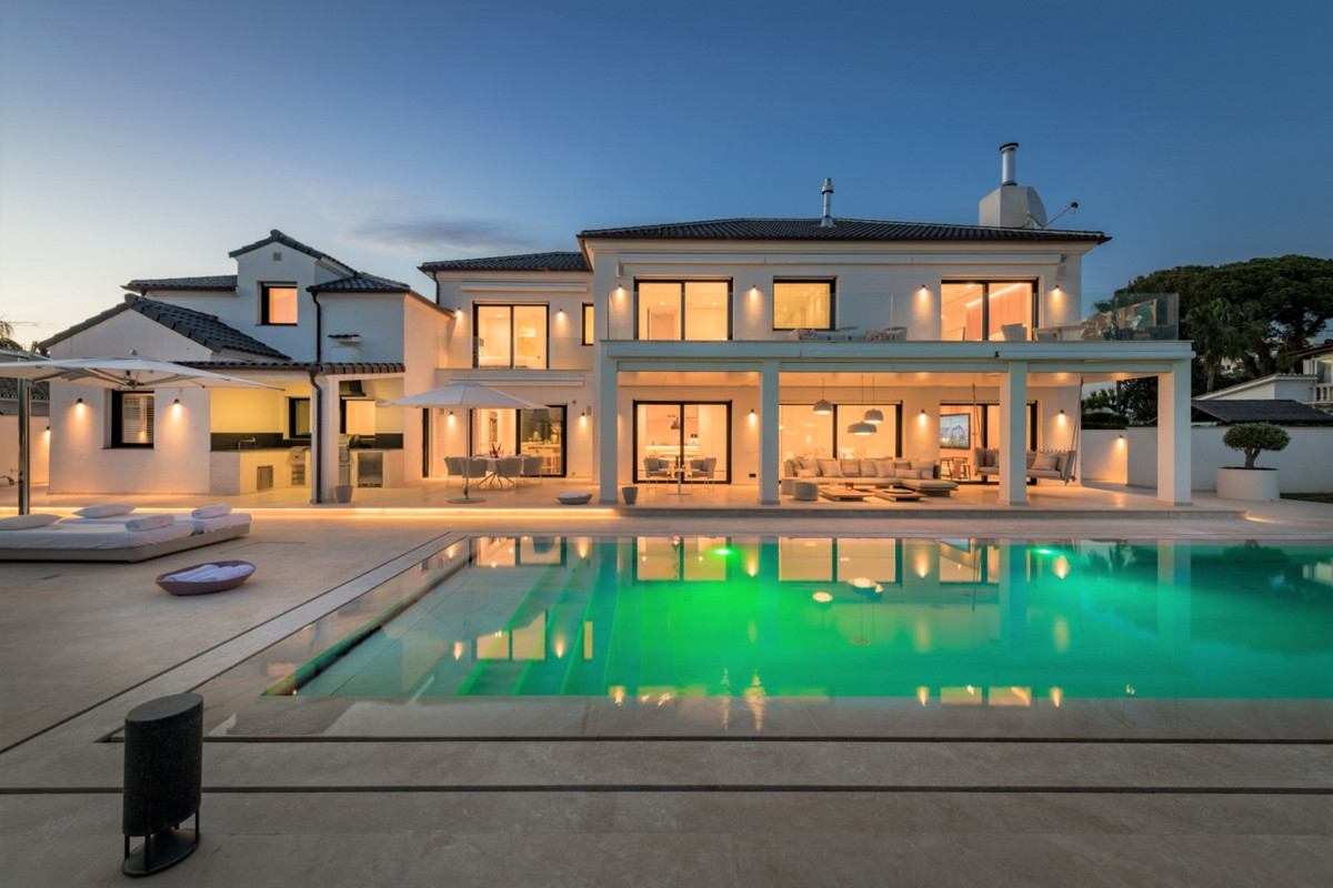 Detached Villa for sale in The Golden Mile R3304495