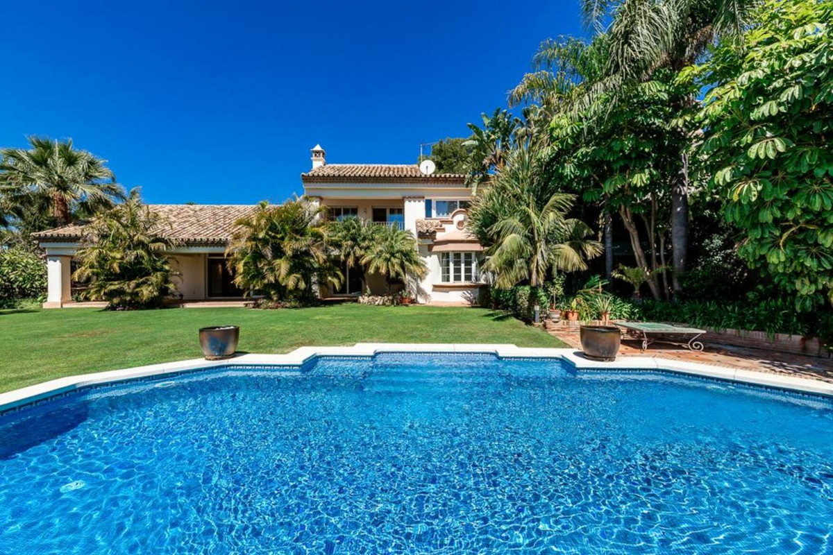Beautiful villa with modern details in a secure complex with 24 hour concierge service. Situated in ,Spain